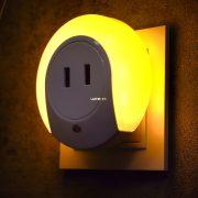 Müller Licht 27700019 éjszakai LED lámpa alkonykapcsolóval, USB töltővel 0,4W 2000K IP20 86x86x58mm